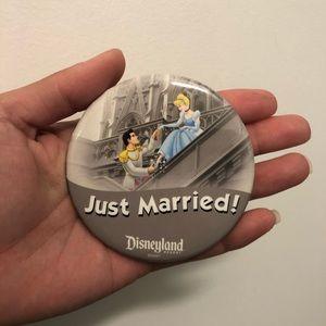 JUST MARRIED collectors - Disneyland Pin